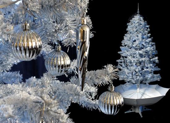 weihnachtsbaum mit schneefall schnee led licht musik 2 m weiss ebay. Black Bedroom Furniture Sets. Home Design Ideas