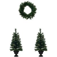 Weihnachtsbäume und -kranz