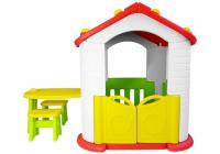 Spielhaus mit Tisch und Stühlen
