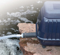 Ubbink AIR 200 OUTDOOR - Belüftungspumpe, Durchflussregler : Hi/Low, 2x Luftschlauch 5m, 2x Belüfterstein, Inkl. 2x Ersatzmembran, 5,5w - 2 x 100 l/h